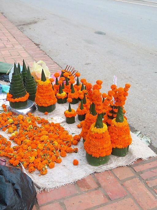 Blumenschmuck-für-die-Tempel
