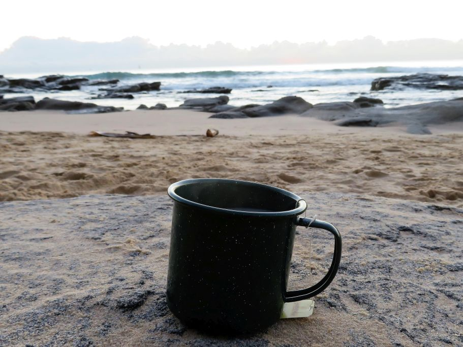 Guten Morgen Tee am Strand