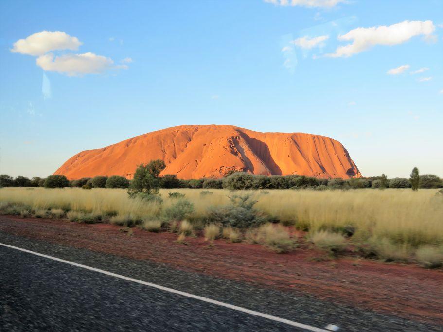 Uluru aus der Ferne 1