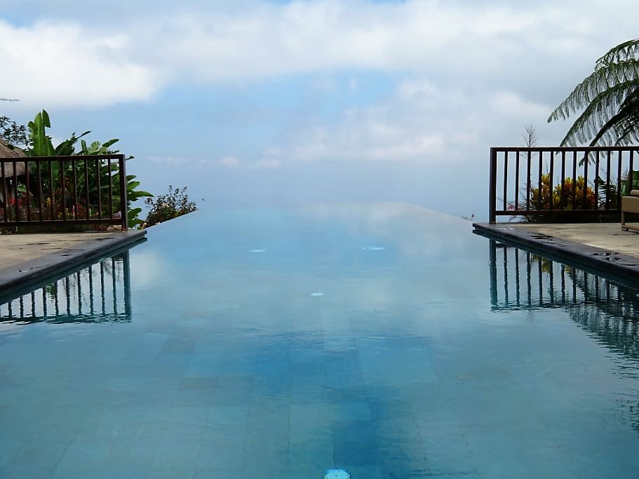 Beispielsweise An Einem Hier Ziemlich Berühmten Fünf Sterne Hotel, Bzw.  Nicht Das Hotel, Sondern Der Pool Ist Berühmt. Und Zwar Deshalb: