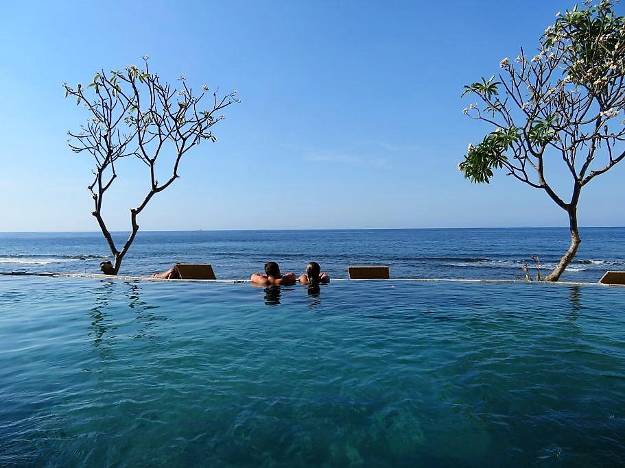 Unser Nächster Stopp Ist Amed An Der Ostküste Balis. Hier Wollen Wir  Einfach Mal Zwei Tage Verschnaufen, Am Pool Chillen, Schnorcheln Und Die  Seele Baumeln ...